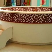 moon-kids-attractive-reception-desk-with-steps-and-mashrabiya-feature