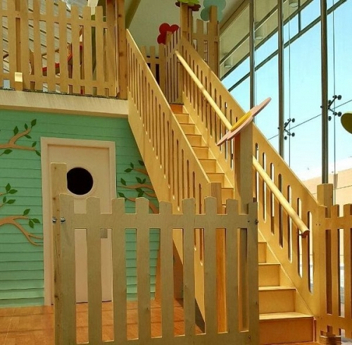 moon kids bespoke staircase with 14 steps