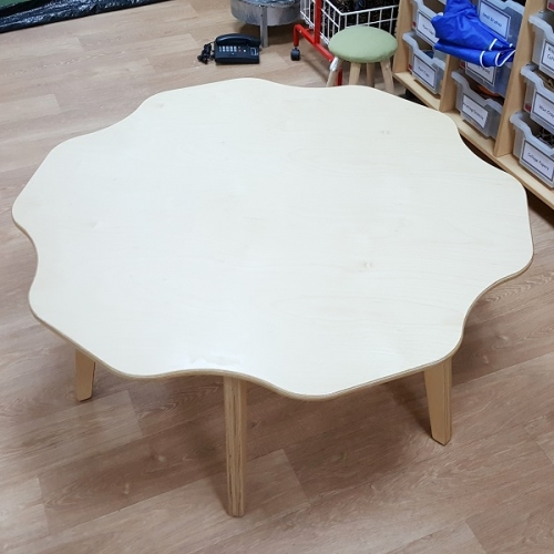 Moon Kids Flower Shaped Table